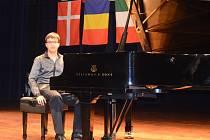 Šestnáctiletý Roman Frič ze ZUŠ Neštěmice se zúčastnil prestižní mezinárodní klavírní soutěže v Polsku.