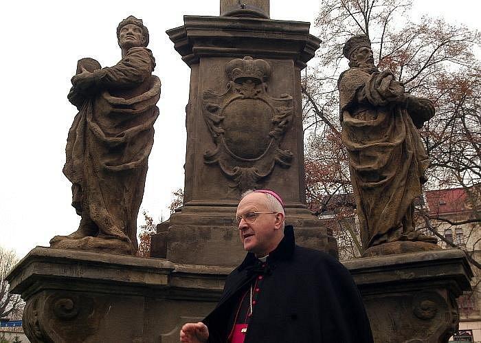 Požehnání sousoší Tří králů s Pietou ve střekovském parku TGM.