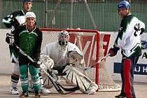 Sportovní areál na Bukově zaplnili o víkendu hokejbalisté osmi týmů.