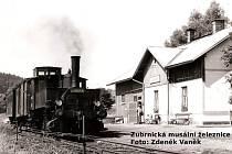 Nádraží v Levíně s parní lokomotivou při natáčení filmu Páni kluci v roce 1975