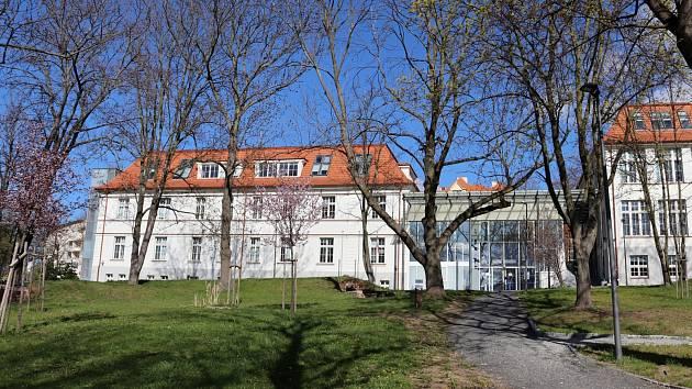 Budova katedry politologie UJEP.