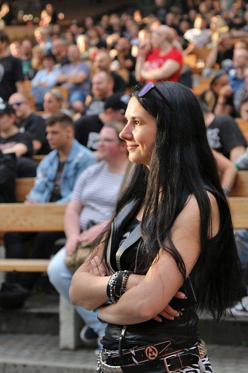 Arakain s Lucií Bílou v ústeckém letním kině