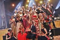 Maturitní ples Gymnázia Jateční se nesl v duchu Divokého západu.