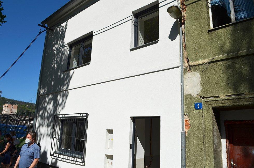 Lidem, kteří se v Ústí nad Labem ocitnou v těžké životní situaci, budou sloužit dva nové krizové byty. Město je vybudovalo v Matiční ulici.