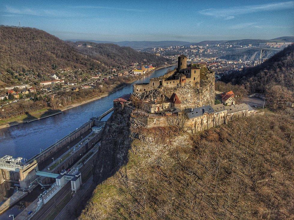 Podívejte se, jak vypadá krajské město z ptačí perspektivy. Na snímku je hrad Střekov.