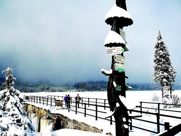 Pěší túra v zimě k přehradě na Černé Nise.