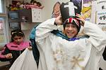 S tříkrálovou sbírkou místní charity pomáhají především děti z Domu Světluška. Kostýmy si vyráběly samy.