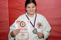 Dvanáctiletá Jana Menghinová vybojovala na Přeboru ČR v Hranicích stříbrnou medaili ve své kategorii.