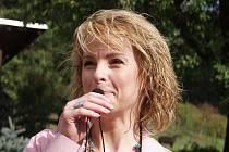 Před deseti lety křtila Iveta Bartošová v ústecké zoo mládě kočkodana diadémového.