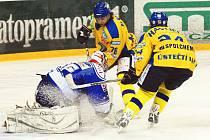 Brankář Brna Hylák měl znovu plné ruce práce. Třem gólům Ústeckých Lvů ale zabránit nedokázal.