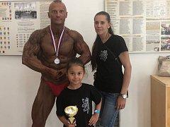 Milan Matinovič s přítelkyní a dcerkou Natálkou