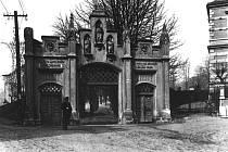 Ústecký hřbitov na místě dnešních Mánesových sadů roku 1911.