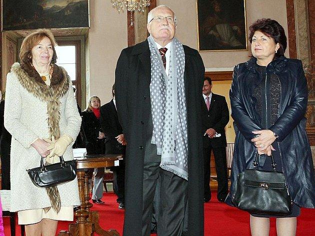 Módní police: Lívia Klausová, Václav Klaus a Jana Vaňhová.