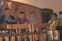 Trampská osada Stříbrný tomahawkse představila na druhém Trampském semináři v Mlýnech u Kytlice.