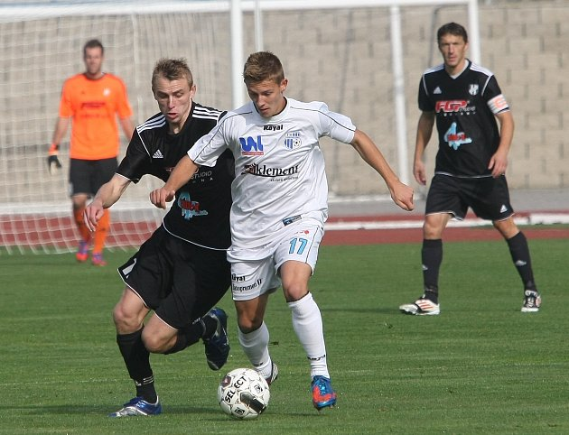 Ústečtí fotbalisté (bílé dresy) doma remizovali s HFK Olomouc 0:0.
