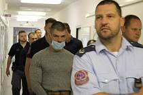 Litevci u krajského soudu 27. srpna, kdy padl rozsudek.