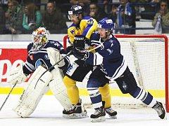 Hokejisté Slovanu (žlutí) prohráli na ledě Kladna.