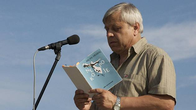 Básník a překladatel Milan Hrabal.