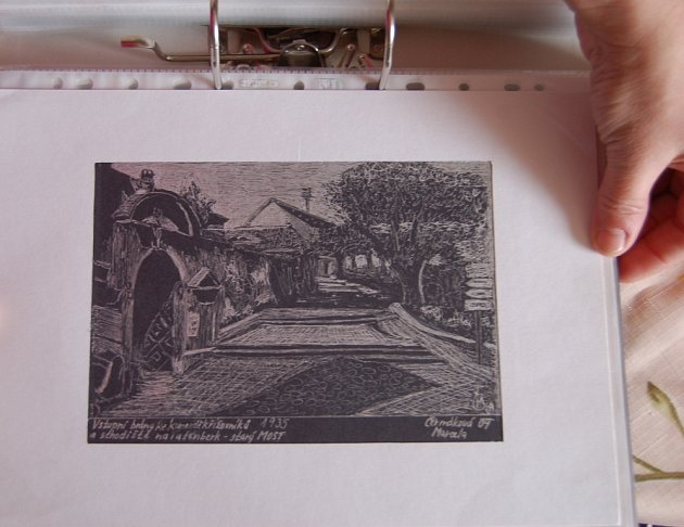 Jedna z bezpočtu kreseb s motivy starého Mostu z dílny Marcely Čermákové.