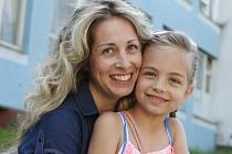 Šestiletá Sabina a její maminka Michaela Petrová.