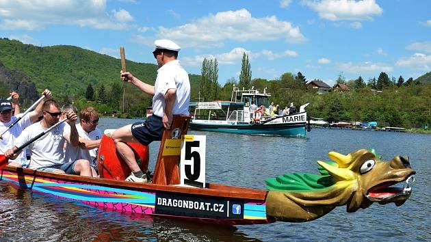 Již 12. ročník závodu dračích lodí v Ústí nad Labem - Vaňově se chystá na pátek 8. a sobotu 9. října.