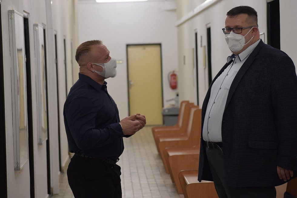 Filip Grznár s obhájcem Janem Vargou u krajského soudu 31. března 2021.