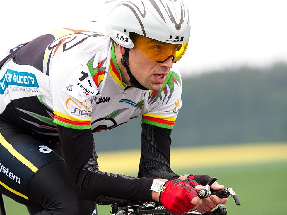 A vítěz je jen jeden (Petr Vabroušek z týmu Author Tufo Ti v cíli závodu IRONMANIAC 2009).