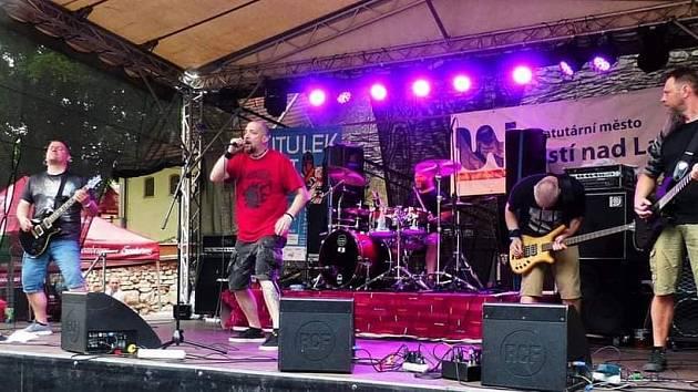 Poslední roky na Prvomájový festiválek zve tvrdší rocková formace Nerrea.