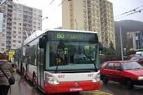 Trolejbus na Novosedlickém náměstí z centra.