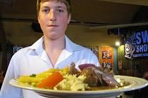 Oběd podle Evy Drobné si ve středu v restauraci na zimním stadionu objednalo víc než 70 lidí.