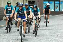 Sedm cyklistů přijelo na Lidické náměstí, aby poukázalo na drogovou problematiku v naší zemi. Jde o desátý ročník kampaně Za Českou republiku bez drog.