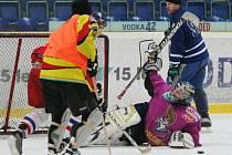 Fotbalisté Ústí si po roce znovu zahráli hokej na ledě Zlatopramen Arény.
