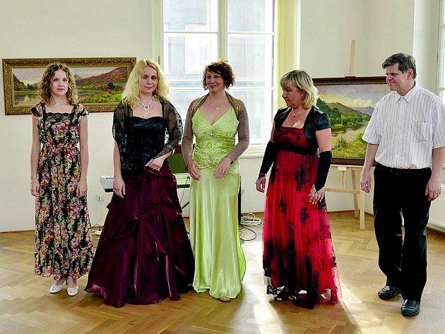 Soubor Bel canto po koncertě v Muzeu města Ústí nad Labem.