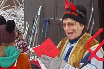 Silvestrovské oslavy zahájili pohybem lyžaři v Adolfově.