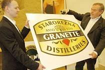 Symbol českého granátu, strom s letopočtem, zlatý podklad, tak to jsou hlavní znaky nového loga největší likérky s českým kapitálem Granette & Starorežná Distilleries a.s., která chce vyrábět asi 120.000 hektolitrů lihovin ročně.