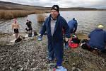 Silvestrovské koupání otužilců v jezeru Milada