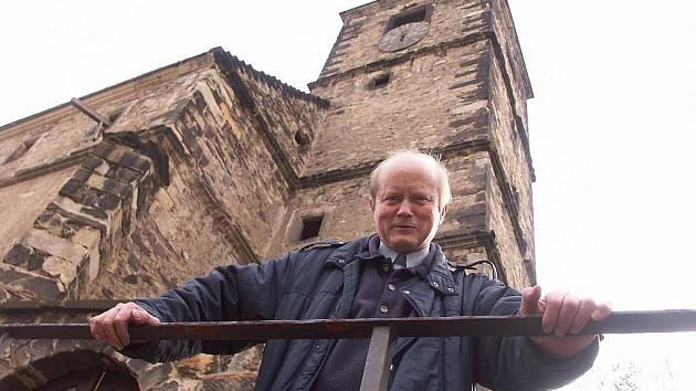 Kostel sv.Floriána s farářem Pavlem Jančíkem.