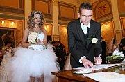 Megasvatba: Deset párů si v muzeu řeklo své ano.