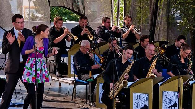 Orchestr Golden Big Band Prague si za rok existence svými koncerty vydobyl po ČR slušné renomé.