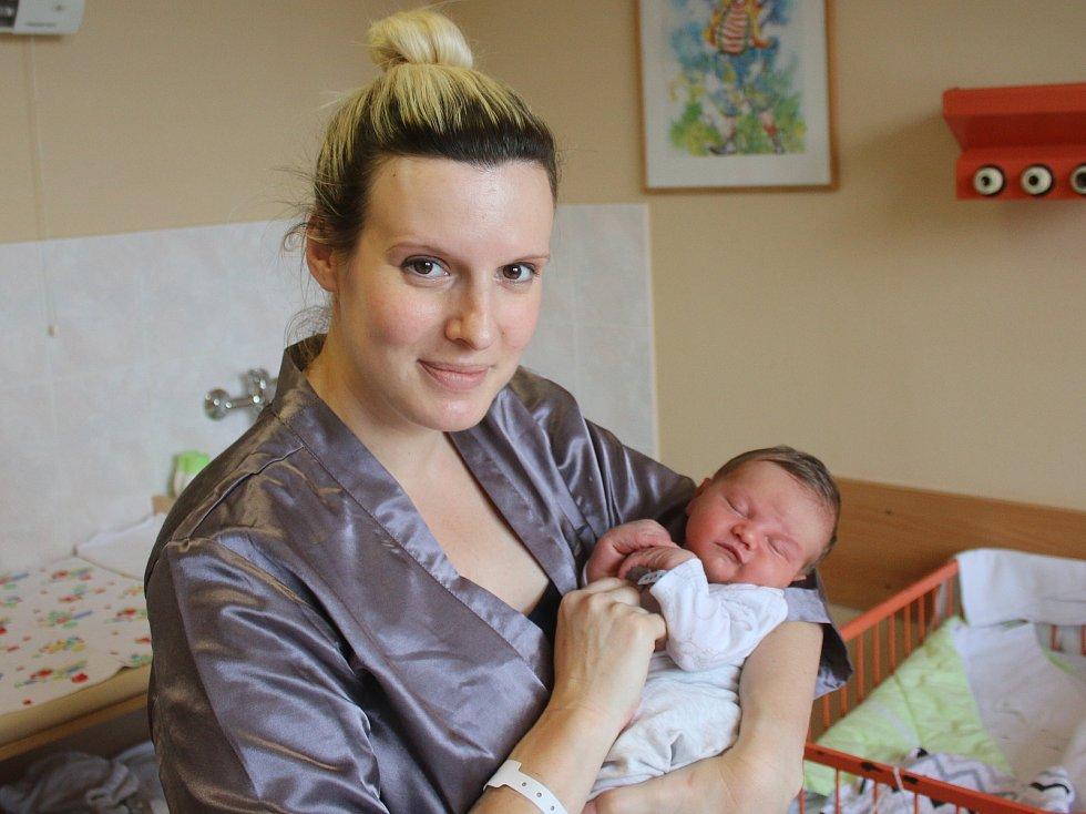 Oliver Čech se narodil Zuzaně Mertové z Děčína 6. srpna v 20.29 hod. v ústecké porodnici. Měřil 52 cm a vážil 3,65 kg.