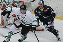 Ústečtí hokejisté (modří) doma prohráli s Mladou Boleslaví 2:3.