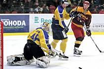 První semifinále mezi hokejisty Jihlavy a Ústí (žluto-modří) rozhodly až nájezdy.