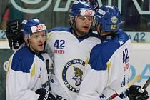 Ústečtí hokejisté (bílé dresy) doma porazili Drážďany 6:3.