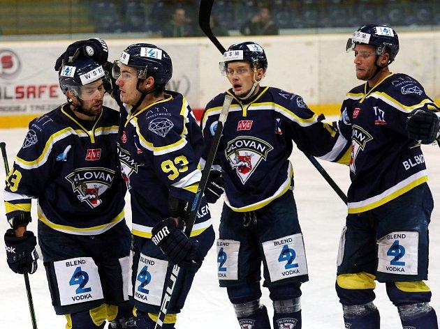 Ústečtí hokejisté se radují z branky. Ilustrační foto.
