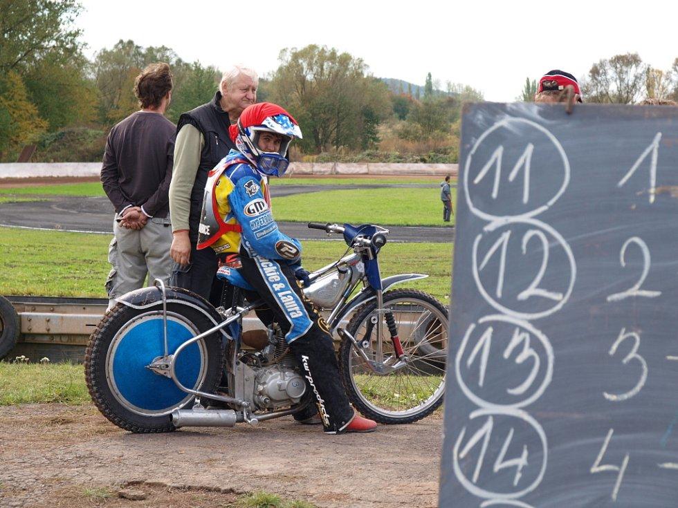Plochá dráha v Chabařovicích zažila o víkendu skvělé závody mladých nadějí.