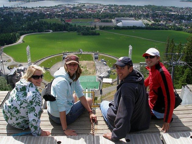 Jitka Eisnerová zTeplic spřáteli na skokanském můstku vLillehammeru. Vnorském městě proběhly zimní olympijské hry vroce 1994.