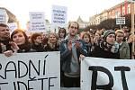 Shromáždění na Lidickém náměstí na podporu ústeckého Činoherního studia.