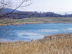 Jezero Petri se může stát rybářským revírem.