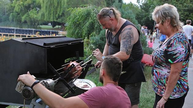 Grilfest, letní párty a laserová show v parku na Severní Terase.