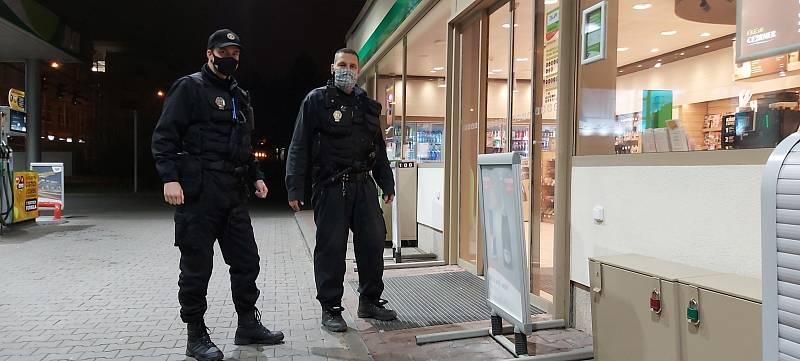 Kontroly ústeckých strážníků na čerpacích stanicích.